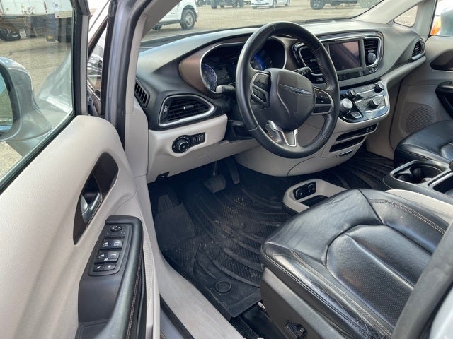 Used 2018 Chrysler Pacifica Touring L with VIN 2C4RC1BG7JR186139 for sale in Albert Lea, Minnesota